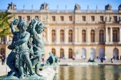 Бронзовая скульптура в саде дворца Версаль стоковое изображение