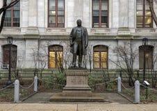 Бронзовая скульптура Джона Кристиана Bullit, здание муниципалитета, Филадельфии, Пенсильвании стоковое фото rf
