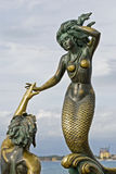бронзовая скульптура тритон nereida стоковое фото rf