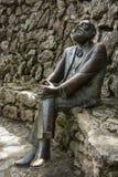 Бронзовая статуя Антонио Gaudi в вилле Quijano Ла, популярно известная как El Capricho, Comillas, c стоковые фотографии rf