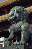 бронзовая статуя льва Стоковые Изображения