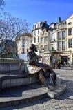Бронзовая статуя мэра Чарльза Buls или Karel Buls города Брюсселя во время 1881-1899, на рынке травы, квадрат агоры, Бельгия Стоковое фото RF