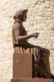 Бронзовая статуя свободы госпожи на фонтане Sault Провансаль, стоковая фотография rf