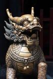 Бронзовое sculture головы дракона на входе буддийского виска Стоковые Изображения RF