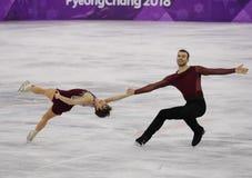 Бронзовые медалисты Meagan Duhamel и Эрик Radford Канады выполняют в парах катаясь на коньках свободно катающся на коньках на 201 Стоковая Фотография RF
