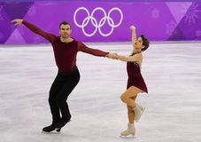 Бронзовые медалисты Meagan Duhamel и Эрик Radford Канады выполняют в парах катаясь на коньках свободно катающся на коньках на 201 Стоковое Изображение