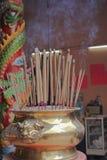 Бронзовые ручки ладана чашки Стоковые Фотографии RF