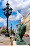 Бронзовый лев на известном бульваре Prado в Гаване стоковая фотография rf