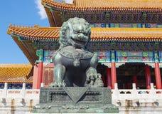 Бронзовый лев стоковая фотография rf