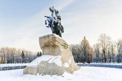 Бронзовый наездник памятник к Питеру большой на Sena Стоковые Фотографии RF