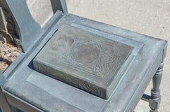 Бронзовый памятник книги Стоковые Фото