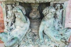 бронзовый фонтан с диаграммами ангелов в курорте Марбельи Андалусии Стоковое фото RF