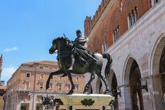 2 бронзовых конноспортивных статуи Alessandro Farnese Стоковые Изображения