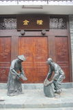 2 бронзовых статуи фермеров в династии Qing Стоковая Фотография RF