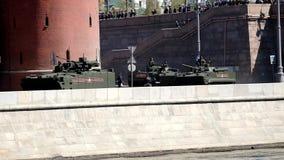 Бронированные транспортные средства русской армии на параде видеоматериал
