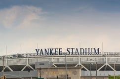 БРОНКС, НЬЮ-ЙОРК - 11-ОЕ ИЮНЯ: Yankee Stadium резвится здание Exter Стоковые Фотографии RF