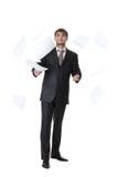 бросать бумаг бизнесмена Стоковая Фотография