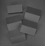 Брошюра чистого листа бумаги на серой предпосылке Стоковые Изображения RF