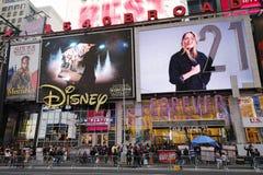 Бродвей подписывает внутри Манхаттан Стоковое Фото