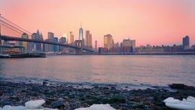 Бруклинский мост и Манхэттен на восходе солнца видеоматериал