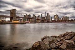 Бруклинский мост от Бруклина на ноче стоковые фотографии rf