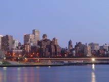 Бруклин к ноча от Манхаттан Стоковое Изображение