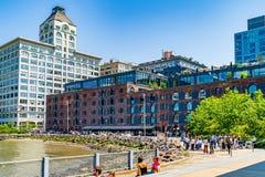 Бруклин, Нью-Йорк, США - 19-ое мая 2019: Общество DUMBO Бруклина историческое и иконическое здание башни с часами в новом стоковая фотография rf