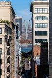 Бруклин, NY/США - 31-ое июля 2018: Здания в Dumbo с низким стоковые изображения rf