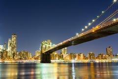Бруклинский мост, взгляд ночи Манхэттена от Гудзона стоковые фото