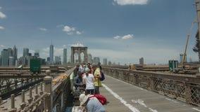 Бруклинский мост и городское Манхаттан сток-видео