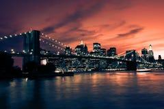 Бруклинский мост и Манхаттан на заходе солнца, Нью-Йорк Стоковые Изображения RF