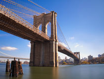 Бруклинский мост Нью-Йорк на солнечный день Стоковое Изображение RF