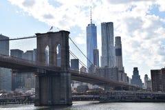 Бруклинский мост с одним миром Tradecenter Стоковые Фотографии RF