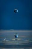 Брызгает и падает воды Стоковое Изображение