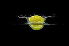 Брызгать лимон Стоковые Изображения