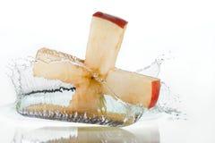 брызгать креста яблока стоковые изображения rf