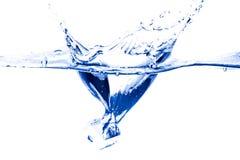 Брызгать куб льда стоковое изображение