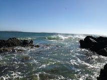 Брызгать развевает на набережной Kilmore, Ирландии стоковое фото