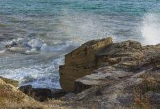 Брызг моря скалы известняка Стоковое Изображение RF