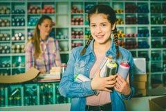 Брызг цвета девушки ходя по магазинам акриловый Стоковые Фотографии RF