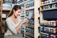 брызг цвета женщины ¿ ï» ходя по магазинам акриловый Стоковое фото RF