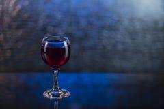 Брызните в красных соке или вине в рюмке Стоковое Изображение
