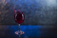 Брызните в красных соке или вине в рюмке Стоковые Фотографии RF