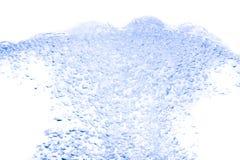 Брызните цвет воды голубой с пузырями воздуха, на белой предпосылке Стоковое Фото