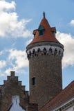 БРЮГГЕ, БЕЛЬГИЯ ЕВРОПА - 26-ОЕ СЕНТЯБРЯ: Средневековая башня кирпичной кладки Стоковое Изображение RF