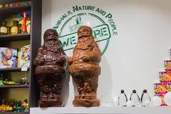 Брюгге, Бельгия - 13-ое декабря 2017: Магазин шоколада с большим разнообразием помадок и бельгийского шоколада Стоковые Изображения RF