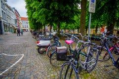 Брюгге, Бельгия - 11-ое августа 2015: Автостоянка велосипеда Стоковые Фото