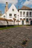 Брюгге, дома d Begijnhof (Beguinage) селитебные Стоковая Фотография RF