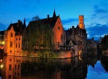 Брюгге к ноча, Бельгия стоковое изображение rf