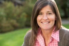 брюнет женщина портрета outdoors ся Стоковые Фото